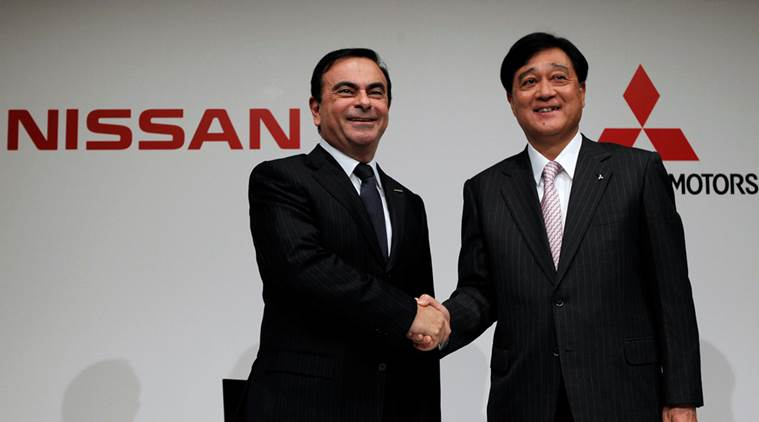 Direktor Nissan-a Carlos Ghosn i predsednik Mitsubishi MOtors-a Osamu Masuko na jučerašnjoj konferenciji u Yokohami - foto Reuters